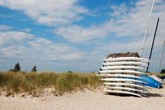 在海滩的有些冲浪板 库存图片