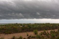 在海滩的架子云彩 库存图片