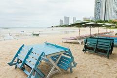 在海滩的椅子。 库存照片