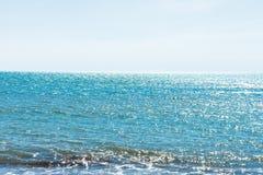 在海滩的步行在一好日子 库存照片