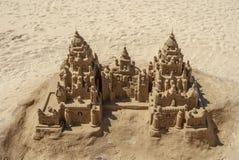 在海滩的沙子城堡 库存照片