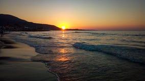 在海滩的海日落 免版税库存照片