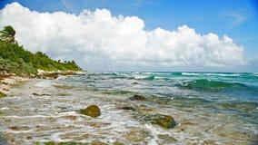 在海滩的海景在坎昆 免版税库存照片