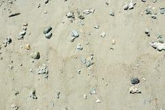 在海滩的海沙在低潮以后的普吉岛 图库摄影