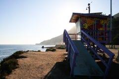 在海滩的海滩小屋 免版税库存图片