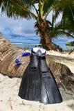 在海滩的潜航的设备 库存照片
