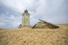 在海滩的灯塔在rubjerg knude 库存图片