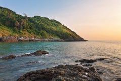 在海滩的热带日落 库存照片