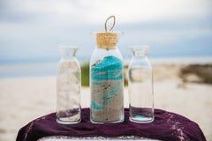 在海滩的瓶 库存图片