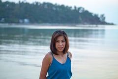 在海滩的画象亚洲妇女身分 免版税库存照片
