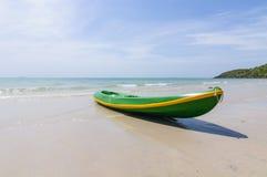 在海滩的皮船。 库存图片
