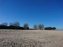 在海滩的秋天早晨 库存图片