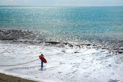 在海滩的红色救护设备-抢救概念 图库摄影