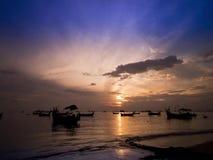 在海滩的美好的时间间隔在盖尼式床驱动槟榔岛马来西亚附近 股票视频