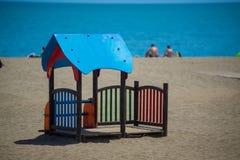在海滩的蓝色小的城堡孩子的 免版税库存照片