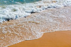 在海滩的镇静波浪 库存图片