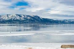 在海滩的风景观点南太浩湖,加利福尼亚 库存图片