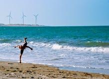 在海滩的Capoeira培训在巴西 库存照片