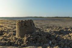 在海滩的Sandcastel 图库摄影