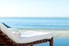 在海滩的Sunbed 免版税库存照片