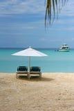在海滩的Sunbed 库存图片