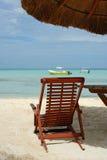 在海滩的Sunbed 图库摄影
