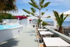 在海滩附近的室外餐馆 库存图片