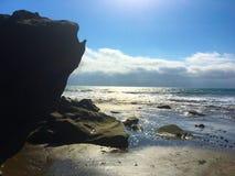 在海滩, LAS PINAS厄瓜多尔的大岩石 库存图片
