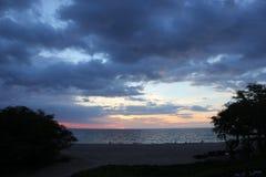 在海滩 海 沙子晃动夏威夷自然 晴朗的日 免版税图库摄影