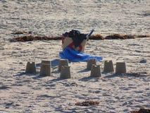 在海滩Bretonne的沙子城堡 免版税图库摄影