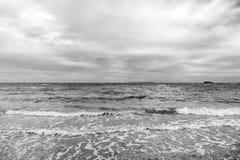 在海的云彩天空在philipsburg, sint马尔滕挥动 在天空,白色cloudscape的云彩 免版税图库摄影