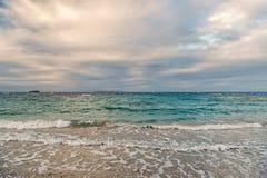 在海的云彩天空在philipsburg, sint马尔滕挥动 在天空,白色cloudscape的云彩 库存图片