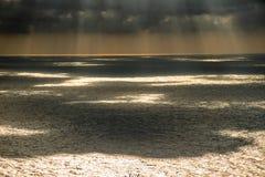 在海的云彩阴影 免版税库存照片