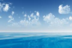 在海的云彩 免版税库存照片