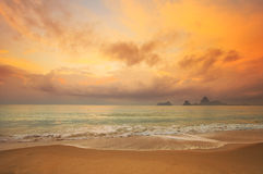 在海的五颜六色的黎明 图库摄影