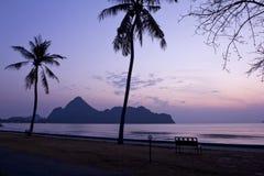 在海的五颜六色的黎明 库存照片
