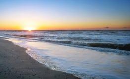 在海的五颜六色的黎明 免版税图库摄影