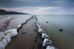 在海的冬天风景在波兰 免版税库存照片