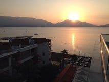在海的土耳其马尔马里斯港日出 图库摄影
