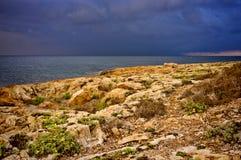 在海的多暴风雨的天气 免版税库存照片
