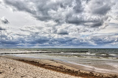 在海的多暴风雨的天气 免版税图库摄影