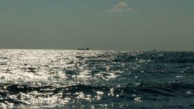 在海的天际的船 影视素材