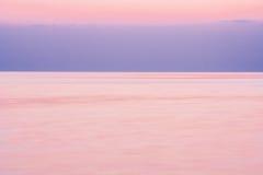 在海的安静在日落以后 免版税库存照片