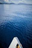 在海的小船风帆 免版税库存图片