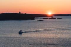在海的小船 免版税库存照片