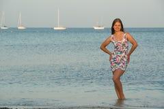 在海的少妇 免版税库存照片