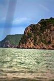 在海的山 免版税库存图片