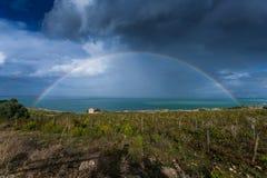 在海的彩虹斯科佩洛的,西西里岛,意大利 免版税库存图片