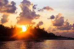在海的日出在早晨 免版税库存照片