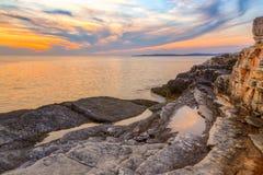在海的日出在Rt Kamenjak附近 库存图片